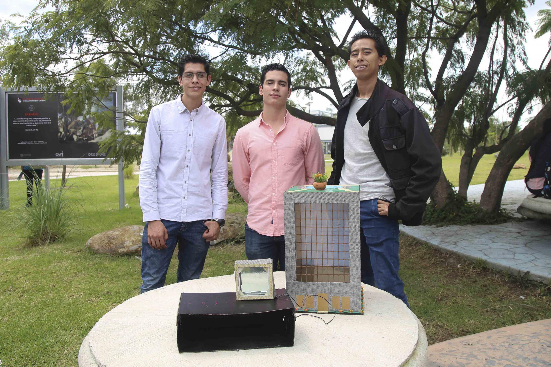 Desarrollan alumnos del CUTonalá concentrador solar para generar energía eléctrica