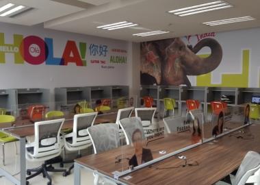 Área de computadoras del Centro Global de Idiomas